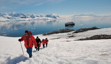 silversea-t2c-expeditionteam-1-702x405
