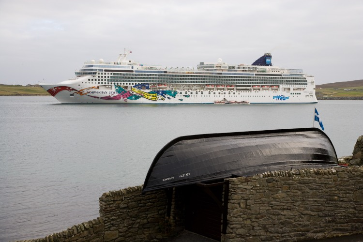 Norwegian Jewel visits Shetland