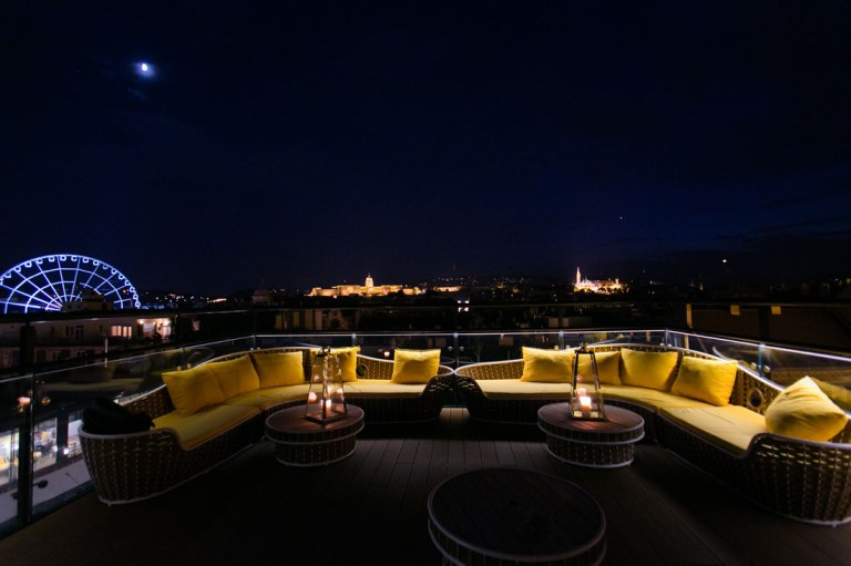 U by Uniworld Rooftop Lounge